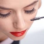 目元のしわを改善する方法とおすすめの美容液